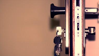Sécurité d'habitat à Lyon : quelles sont les étapes pour dépanner la serrurerie de sa porte ?